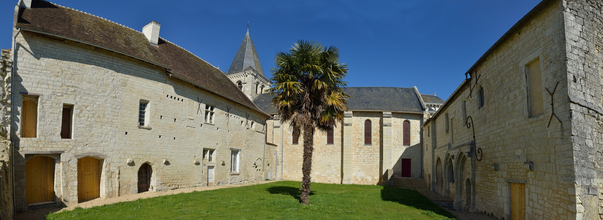 Prieuré Saint André - Mirebeau - Salle à louer